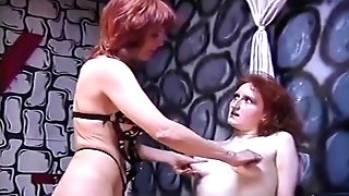 Rough Domina Has Her Joy With A Skinny Pallid Marionette Chick